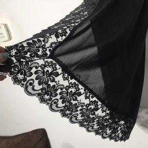 Vintage lace slip 🖤